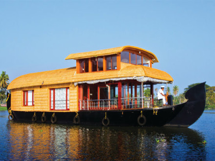 2-bedroom-houseboat
