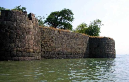 Historical forts in Mumbai
